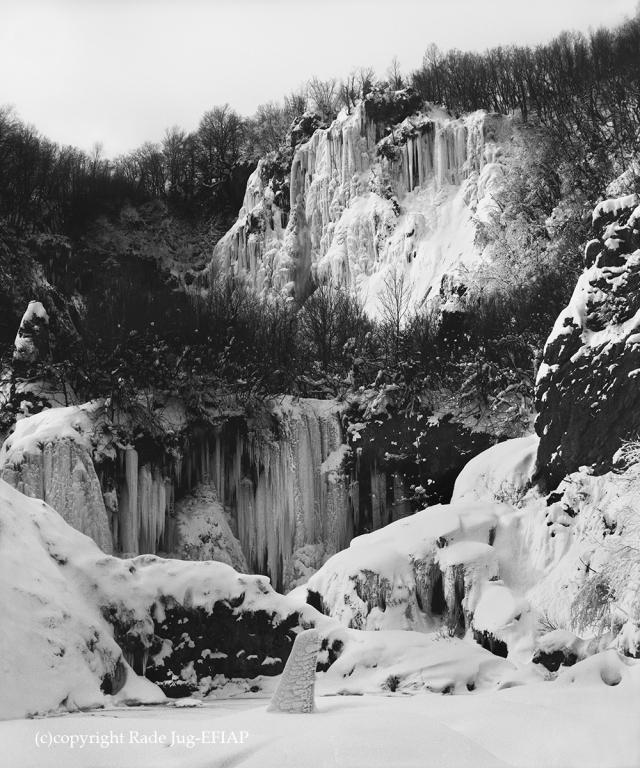 da wird Korana unter dem Eis auf den Weg gebracht durch Canyon 3,5km