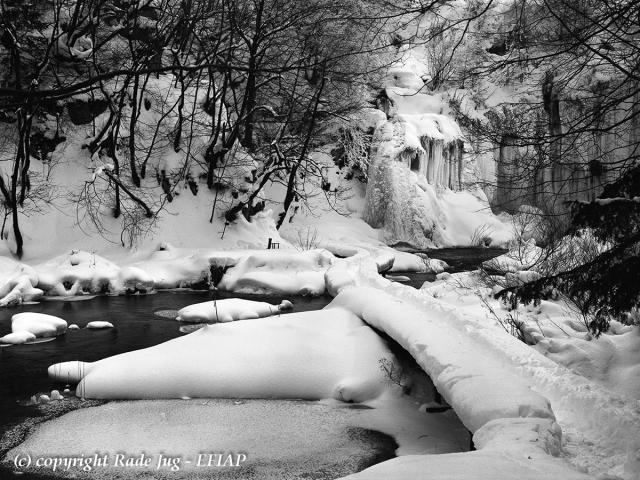 Unter dem letzten Wasserfall  entsteht ais dem Fluss MATICA und Bach Plitvice  KORANA