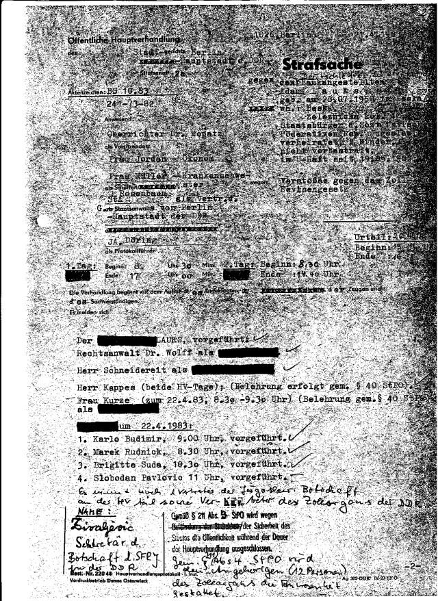BS 10.83 AZ 241-73-82 Nach dem medizinischen Massaker durch MfS - IM ÄRZTE Osl.Dr.Zels und Hauptmann Hoffmann konnte der juristische MNassaker folgen. Anwesend waren 12 Personen des Zollorgans - der Rest waren STAZIS Saal 385 war voll - Es war wie Empfang für MERKUR