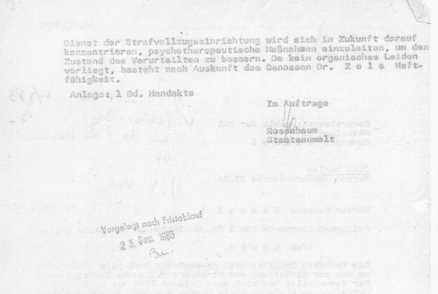 Die STASI- IME NAGEL hält auf seiner Marschrute fest noch am 4.7.1983. Die Diebin StA Rosenbaum macht das Spiel des MfS voll mit, lügt und Verleumdet, vertuscht weiter, obwohl sie genau wie auch alle anderen dass das umfassende Bericht vom 18.4.1983 ein Haufen Lügen war und Anhäufung von Falschdiagnosen... um den Venenriss zu vertuschen den IME NAGEL am 28.2.1983 eigenhändig vollführte !? NEIN um diesen Weg zu gehen den die StA beschreitet und konsequent mit dem STASI-Mann durchzieht.