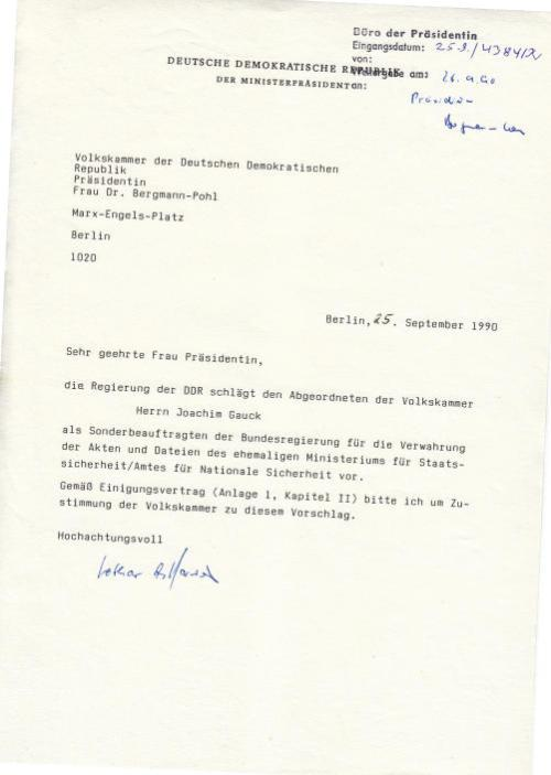 Vergauckelung und Verdummung des Westens wurde auf der höchsten Ebene der DDR - von der Ersten Präsidentin Bergmann-Pohl beschlossen