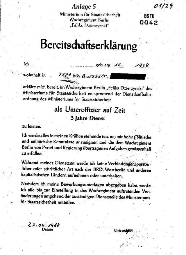 """Ich Dzierzynski Feliks erkläre mich bereit, im Wachregiment Berlin """"Feliks Dzierzynski"""" des Ministeriums für Staatssicherheit ensprechend der Dienstlaufbahnordnung des Ministeriums für Staatssicherheit als Unteroffizier auf Zeit 3 Jahre Dienst zu leisten."""