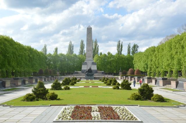 Am 4.Mai 1980 starb MEIN Präsident Tito - 10 Jahre später zerstörte man sein Werk und mein Land. Ich kam schon voller Trauer 15 Km geradelt...um der Toten zu gedenken, um Frieden zu finden in meiner Seele...