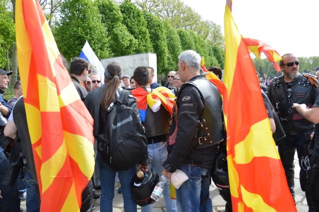 Es war  keine reine Russische Angelegenheit- die Biker aus Mazedonien folgten der Einladung und waren da, aus ganz Europa waren Motorräder geparkt und gesichtet und es lief alles auf einem hohem civilisiertem Niveau ab.