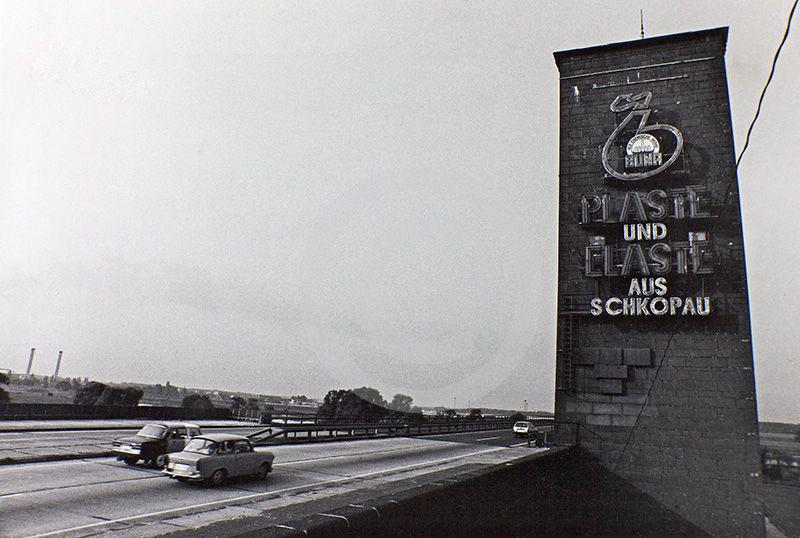 Autobahnbrücke bei Vockerode mit DDR-Werbung