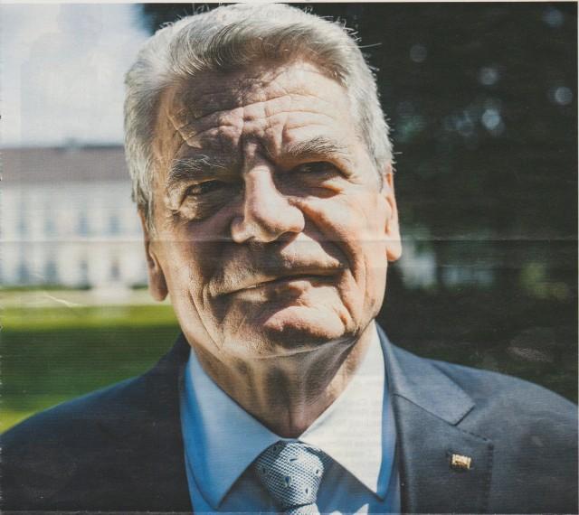 Ich liebe Joachim Gauck weil er die Zuarbeit zur juristischen Aufarbeitung der STASI-Justiz Verbrechen so kolossal in TÄTERSCHUTZ umwandelte und meine Folterschergen auch gleich schützte und Beweise für FOLTER und Mißhandlungen gleich mitunterdrückte - BIS HEUTE!